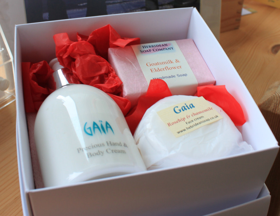 Luxury Gaia Gift Set, with soap and facecloth